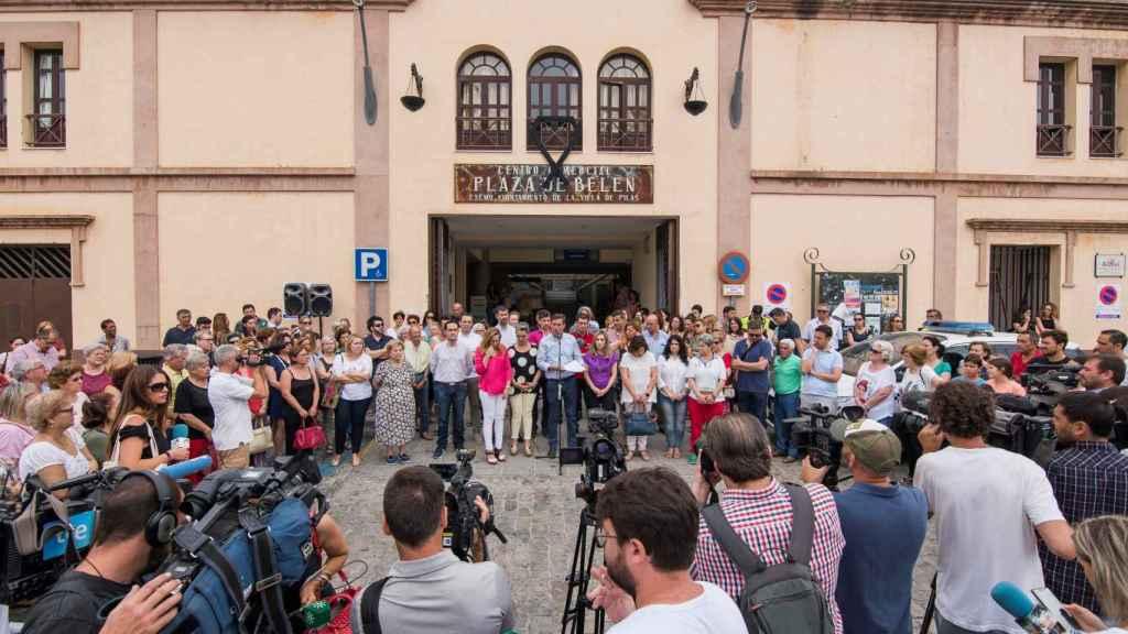 Concentración este miércoles en Pilas (Sevilla), en repulsa del crimen.