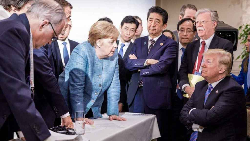 Donald Trump rodeado de los líderes del G7