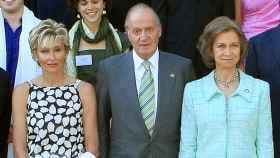 Sol Bacharach, el rey Juan Carlos I y la reina Sofía.