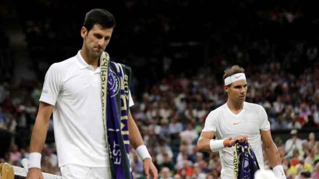 Djokovic y Nadal, durante las semifinales de Wimbledon.
