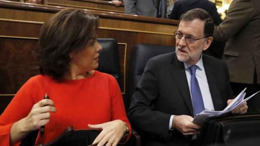 El expresidente del Gobierno, Mariano Rajoy, con la exvicepresidenta Soraya Sáenz de Santamaría.