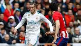 Gareth Bale ante Savic. Foto: Pedro Rodriguez/El Bernabéu