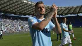 Milinkovic-Savic aplaudiendo a la afición de la Lazio. Foto: sslazio.it