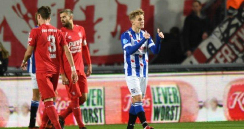Odegaard frente al Twente. Foto: sc-heerenveen.nl