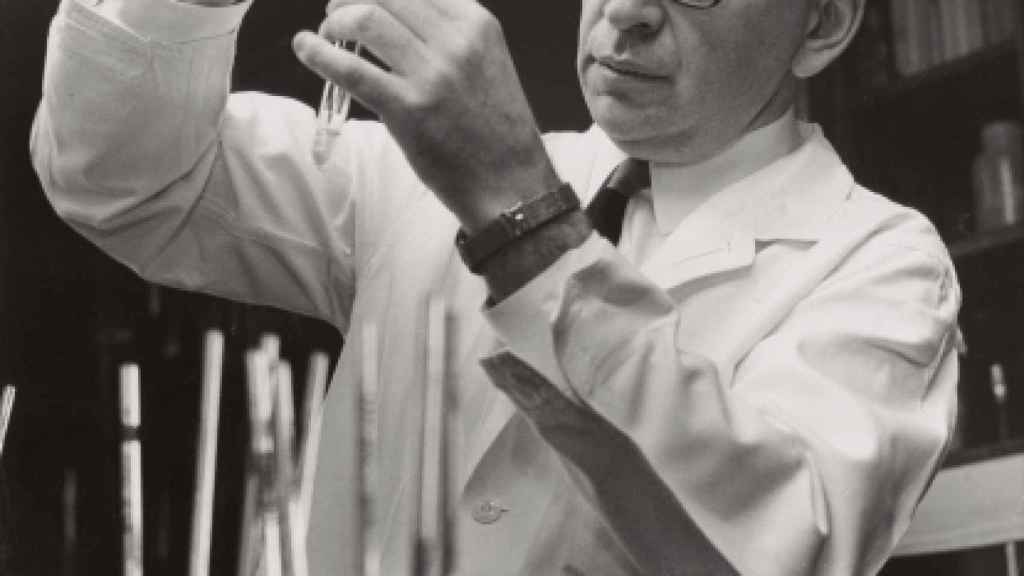 Efraim Racker, el prestigioso investigador con el que Mark Espector publicó su investigación sobre el origen del cáncer.