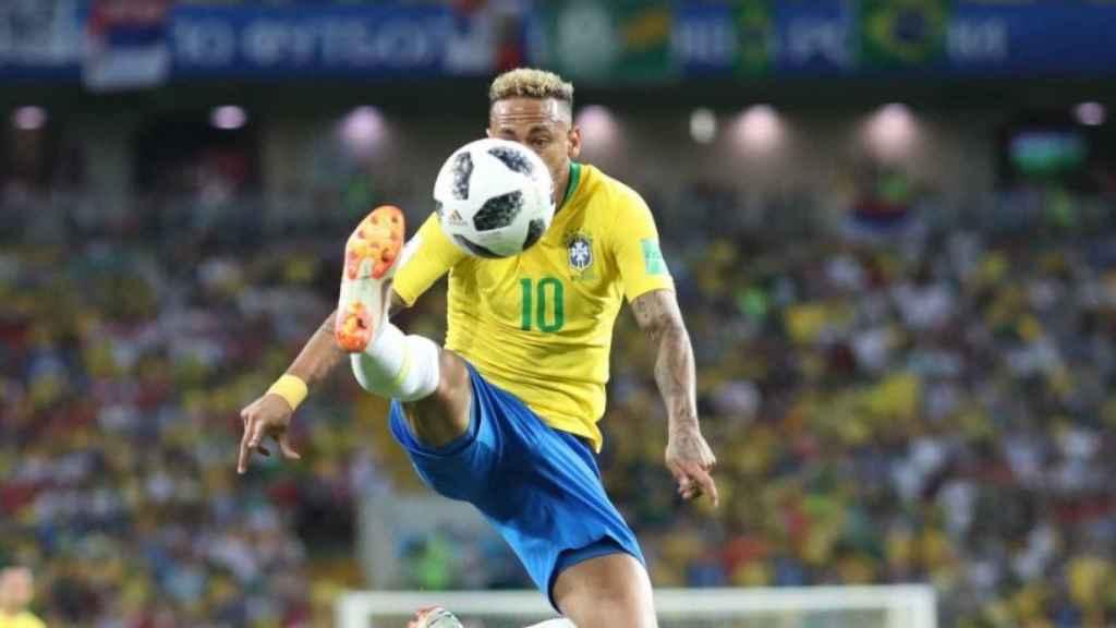 Neymar controlando un balón. Foto: cbf.com