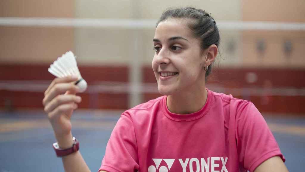 Carolina Marín posa con el volante para EL ESPAÑOL.