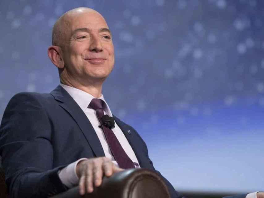 El fundador y consejero delegado de Amazon, Jeff Bezos se consolida como uno de los más ricos del mundo.