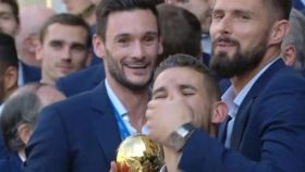 Lucas Hernández se burla de Rabiot durante la celebración de Francia