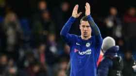 Hazard agradece al público. Foto chelseafc.com