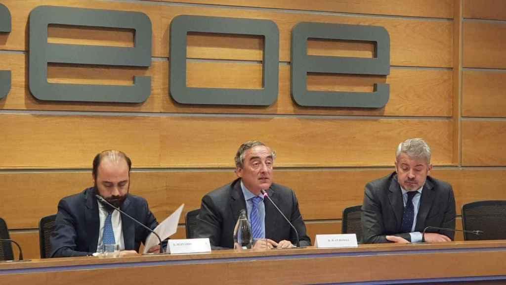 Bernardo Aguilera, responsable de fiscalidad de CEOE y Juan Rosell, presidente de CEOE.