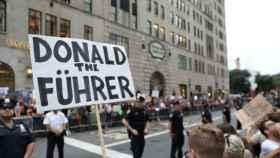 manifestantes contra el presidente Trump en las calles de Nueva York.
