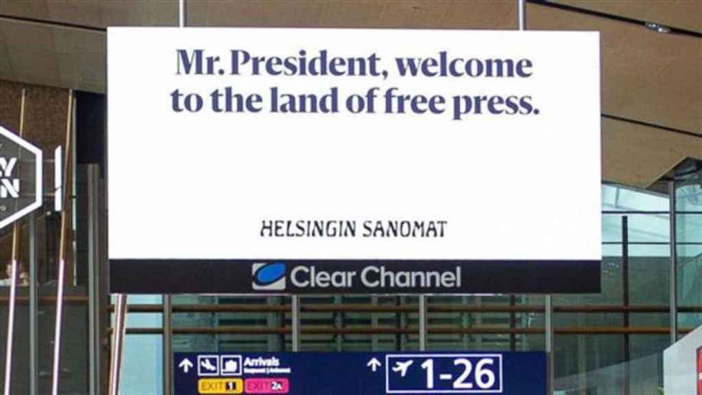Regalo de bienvenida de los periodistas de Finlandia a Trump y Putin