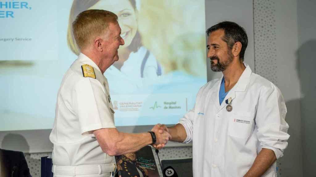 Pedro Cavadas, condecorado por EEUU el pasado mayo por reimplantar la mano a un 'marine'.