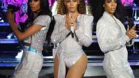 De izquieda a derecha: Michelle Williams, Beyoncé Knowles y Kelly Rowland en Coachella.