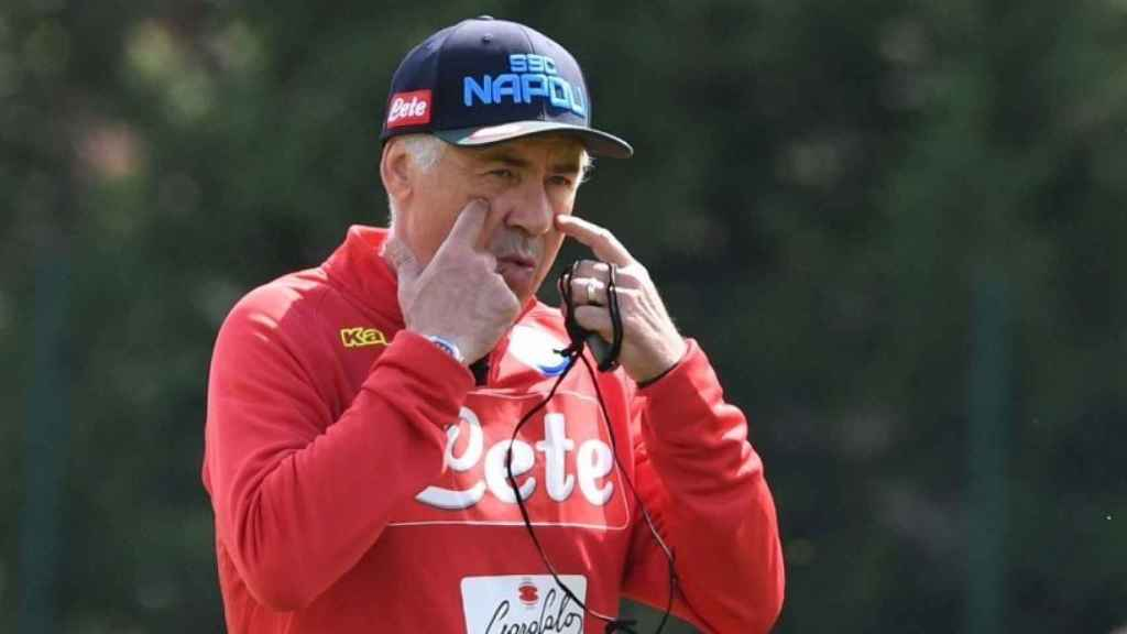 Ancelotti durante un entrenamiento del Nápoles. Foto: Twitter (@sscnapoli).