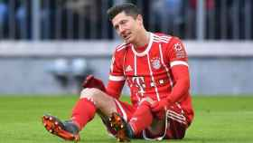 Lewandowski, tendido en el suelo. Foto fcbayern.com