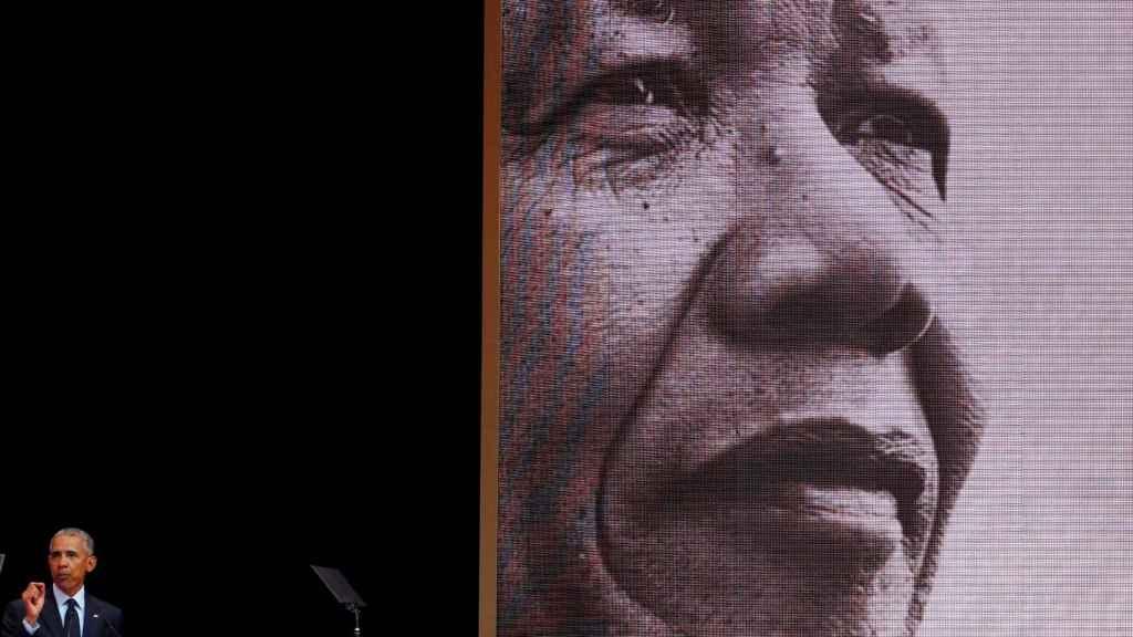 Barack Obama rinde tributo a Mandela durante un acto este martes en Johanesburgo.