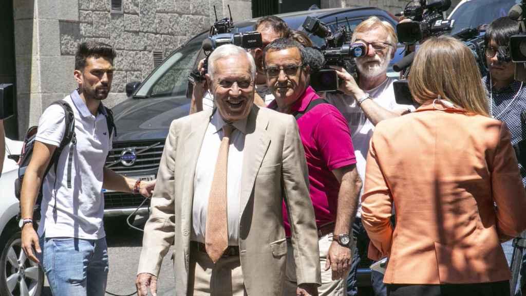 García Margallo entrando a la comida de Pablo Casado en el Jai Alai.