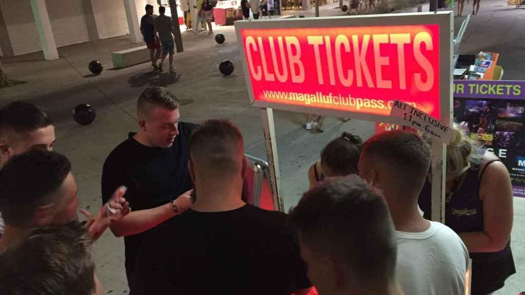 Con la entrada a la discoteca, todo el alcohol que puedas beber entre las 11 y las 6 es gratis