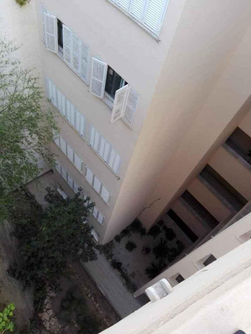 Seis de los pisos del Eden Roc están por debajo de la entrada. En el boquete fallecieron los tres jóvenes