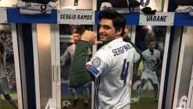 Carlos Sainz visitando el Bernabéu. Foto: @carlosainz