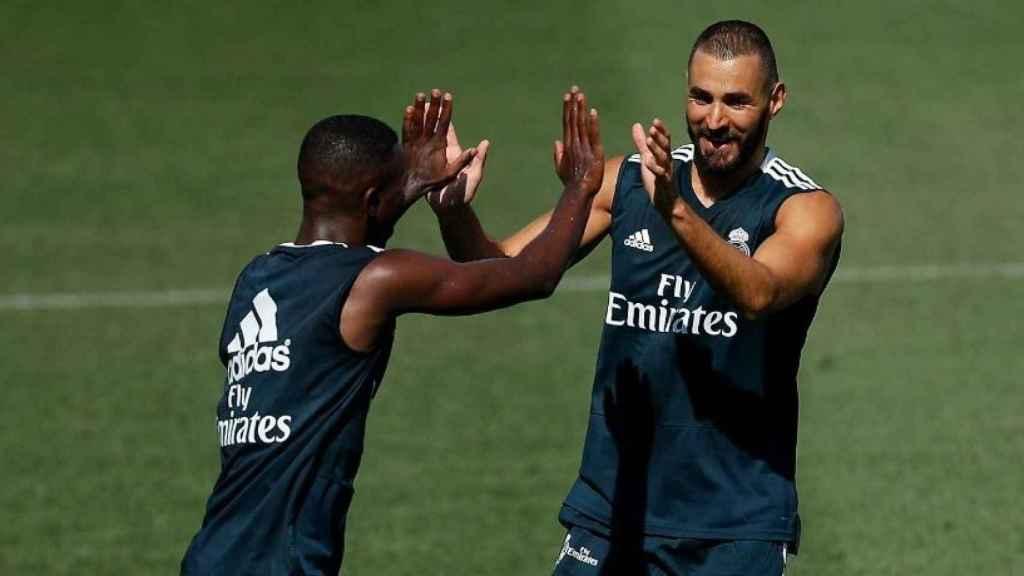 Vinicius y Benzema en el entrenamiento