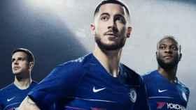 Eden Hazard, junto a Moses y Azpilicueta. Foto: Twitter (@ChelseaFC).