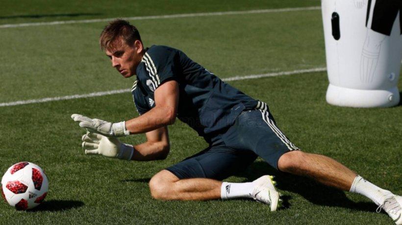 Andriy Lunin durante un entrenamiento con el Real Madrid.