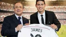 James Rodríguez junto a Florentino Pérez en el día de su presentación hace cuatro años. Foto: realmadrid.com