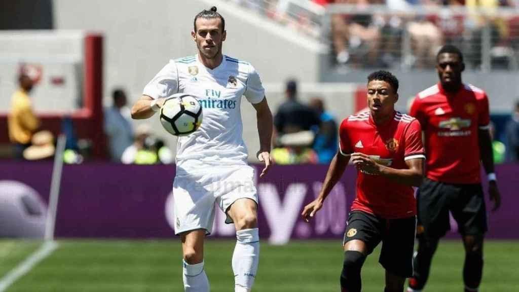 Gareth Bale controla un balón en el partido ante el United