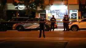 Policías en la escena del tiroteo.