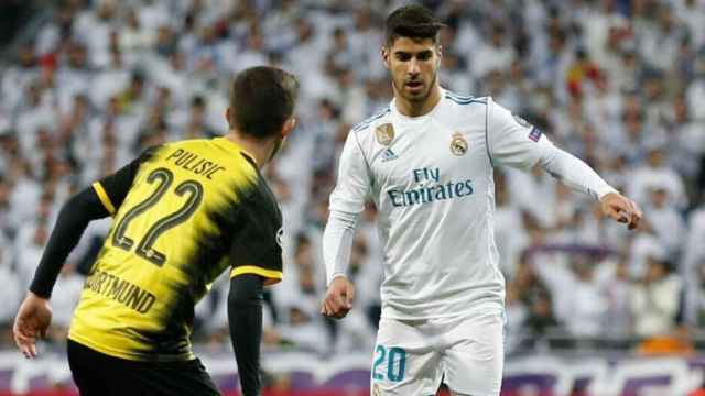 Marco Asensio encara a Pulisic. Foto: Twitter (@marcoasensio10)