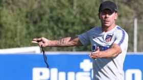 Simeone dirige un entrenamiento del Atlético de Madrid. Foto: atleticodemadrid.com