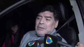 Diego Maradona, entrevistado dentro de su coche