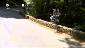 Gilbert sufrió una caída durante el descenso al Col de Portet d'Aspet.