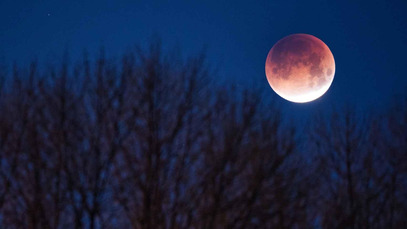 Este viernes hay 'Luna de sangre' y, por supuesto, se acaba el mundo