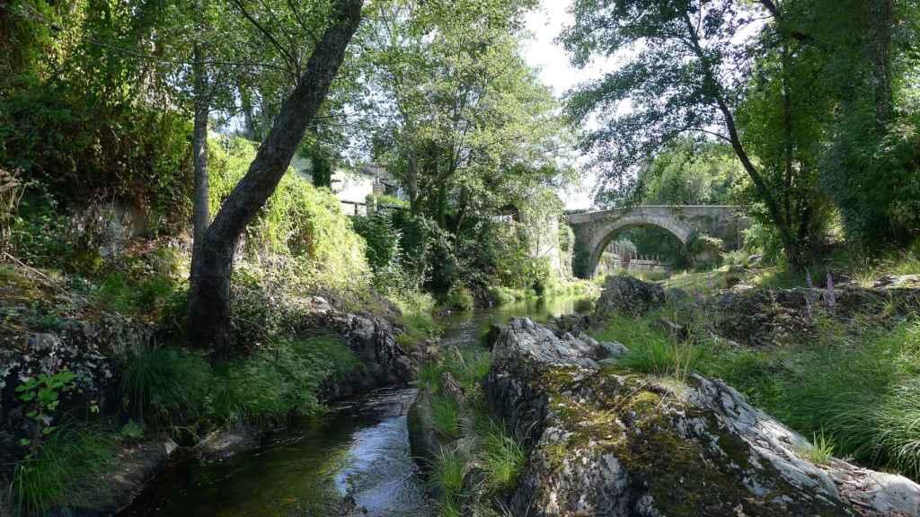Vista del Baralla y del Puente Os Mazos,