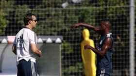 Vinicius dialoga con Lopetegui durante un entrenamiento. Foto: Instagram (@viniciusjunior)