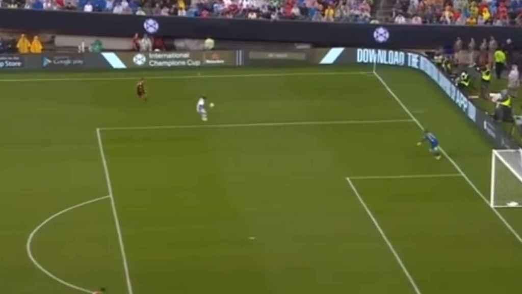 El balón le cae a un jugador de la Juventus