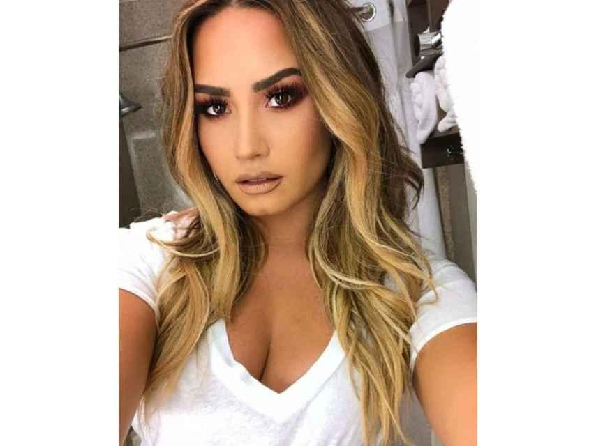 Demi Lovato colgó esta imagen hace dos días, justo el mismo día que sufrió la sobredosis que le llevó al hospital. Los fans han acudido en masa a esta foto y tiene más de 5 millones de 'Me gusta'. Además, recibe a diario comentarios con Stay strong, traducido como 'mantente fuerte', el lema vital de la cantante.