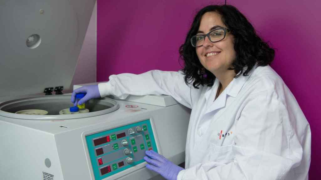 Paloma Bragado en su laboratorio.