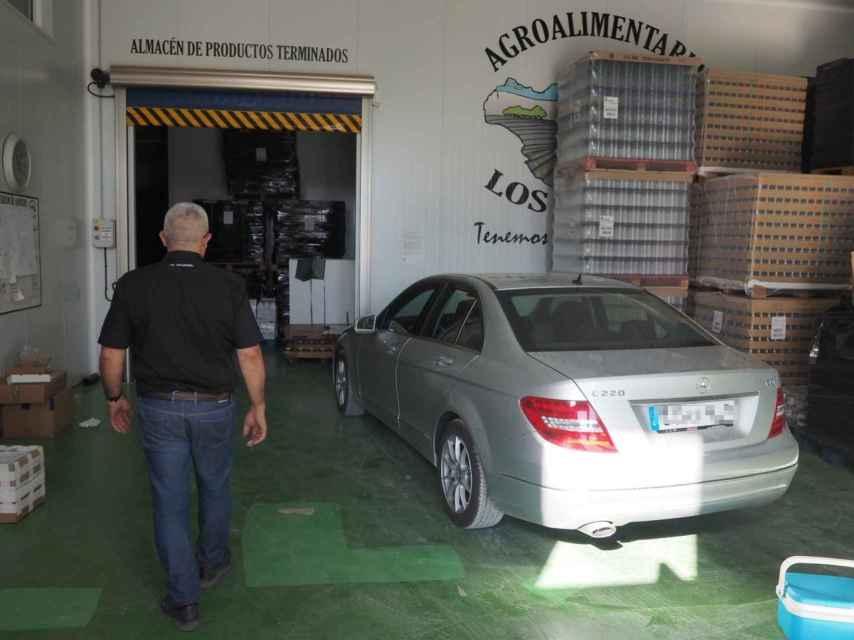 José Antonio Capitán en las instalaciones de la empresa conservera de la que es socio.