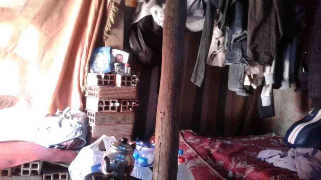 Aspecto de una de las habitaciones de un piso patera en el barrio de Boukhalef.
