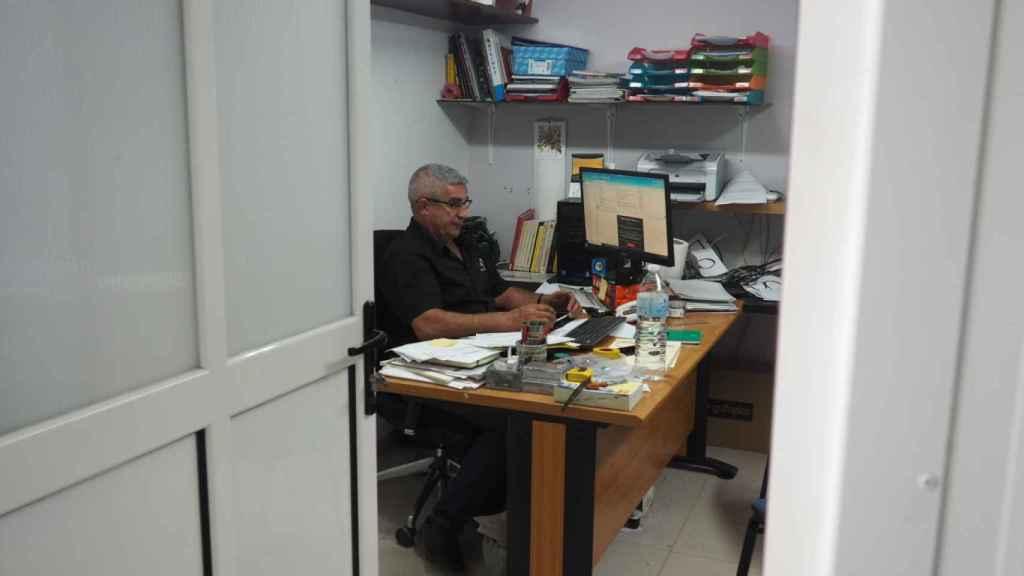 Este pasado miércoles, EL ESPAÑOL visita Marinaleda y las instalaciones de Agroalimentaria Los Lugares. En la imagen, José Antonio Capitán en su oficina.