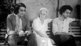 Leopoldo María, Felicidad Blanc y Michi Panero en un fotograma de El Desencanto.