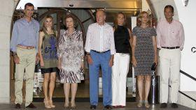 Felipe VI, Letizia, Sofía, Juan Carlos, la infanta Elena e Iñaki Urdangarin, en Palma en 2011.