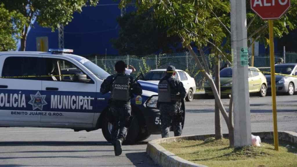 Cinco muertos en un tiroteo entre policías y sicarios en Cancún