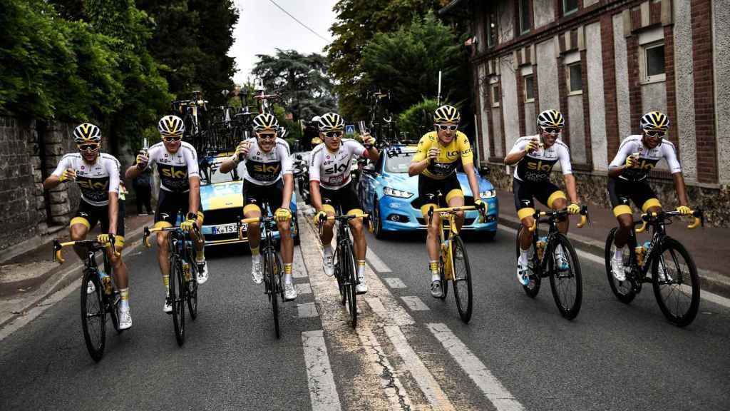 El equipo Sky celebra la victoria de Thomas en el Tour.