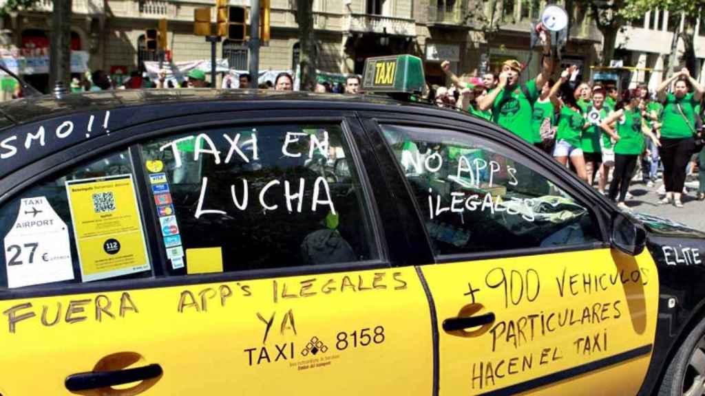El Taxi responde a Fomento: O licencia urbana o huelga indefinida